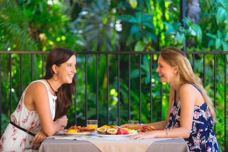 Palm Royale Cairns Personen