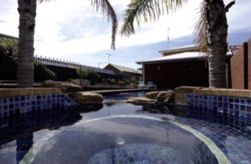 Comfort Inn the International Pool