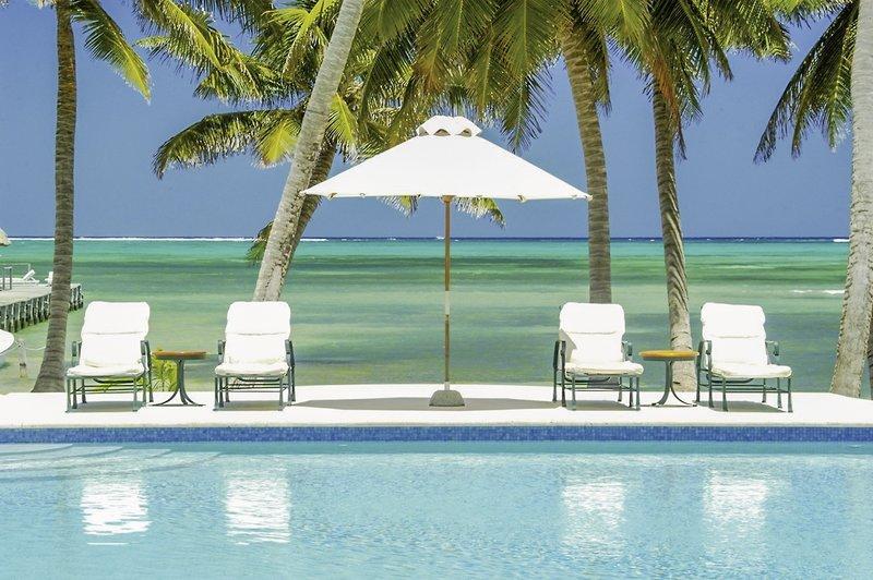 Victoria House Resort Pool