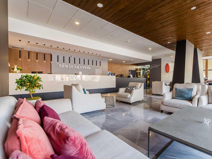 New Skanpol Lounge/Empfang
