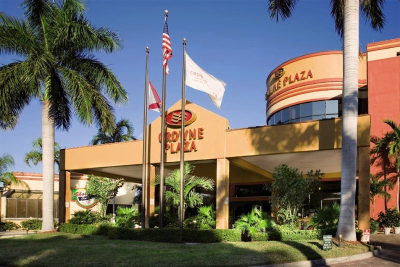 Crowne Plaza Fort Myers At Bell Tower Shops Außenaufnahme