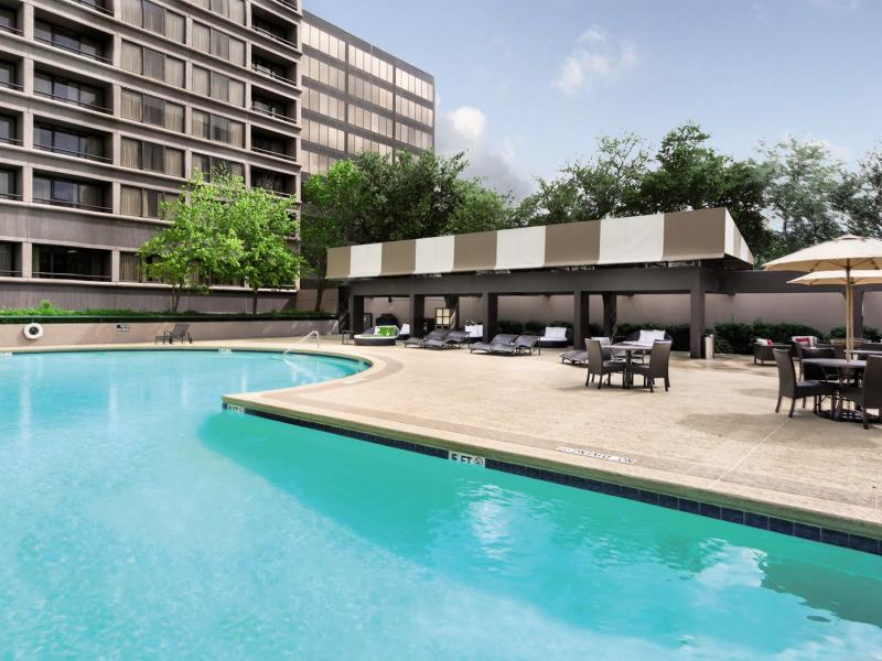 DoubleTree by Hilton Hotel & Suites Houston by the Galleria Pool