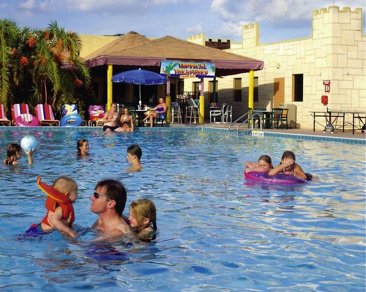 Seralago Hotel & Suites Main Gate East Pool