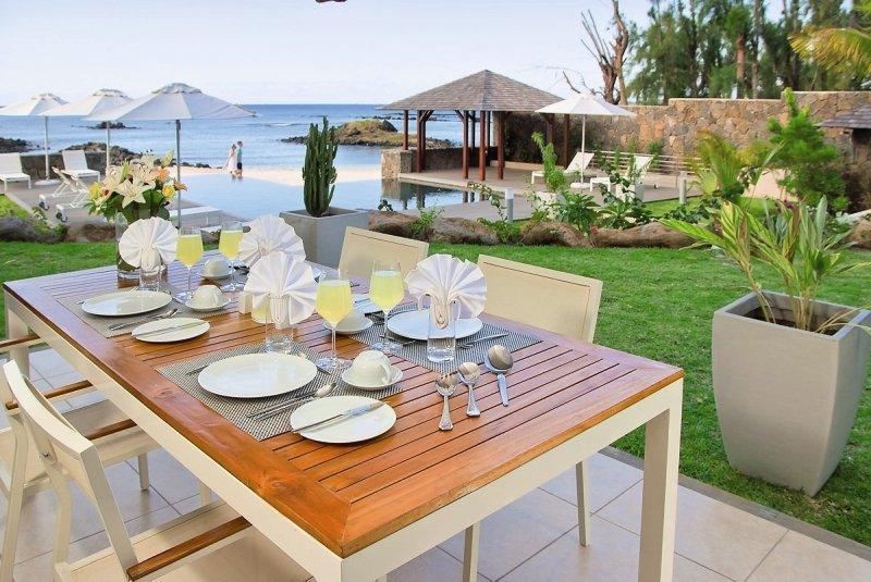 lov.Bon Azur Luxury Suites & Penthouses Restaurant