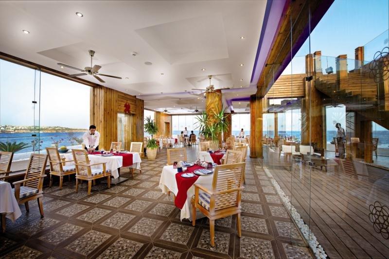 SUNRISE Grand Select Arabian Beach Resort Restaurant