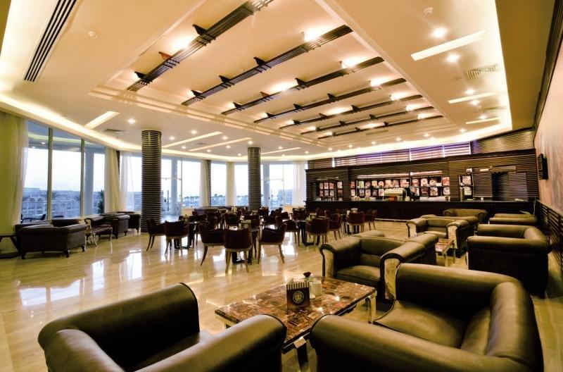 Royal Albatros Moderna Bar